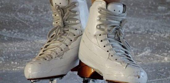 白いスケート靴
