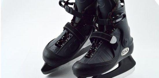 黒いスケート靴