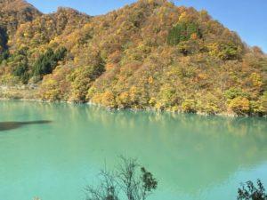 宇奈月湖と紅葉
