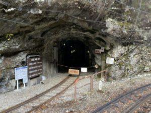 黒薙駅のトンネル