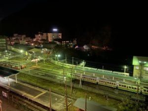 夜の宇奈月駅