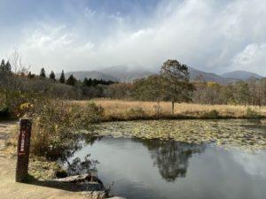 いもり池と山