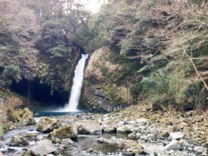 岩と浄蓮の滝