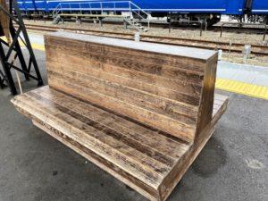 懐かしの木製ベンチ