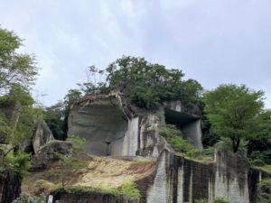 大谷石の切り出した壁