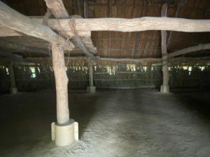 長方形大型建物・内部1
