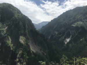 国見展望台手前の峡谷