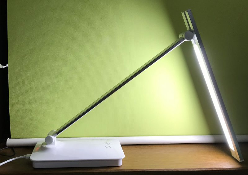 「電気スタンド購入しました!ikasusLEDデスクライト多機能3in1面発光」のアイキャッチ画像